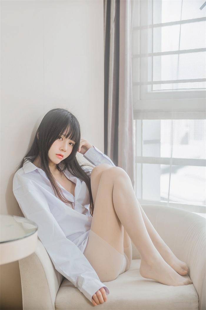 萝莉风COS 桜桃喵 – 白衬衫长发 [49P/409MB] 网红写真-第2张