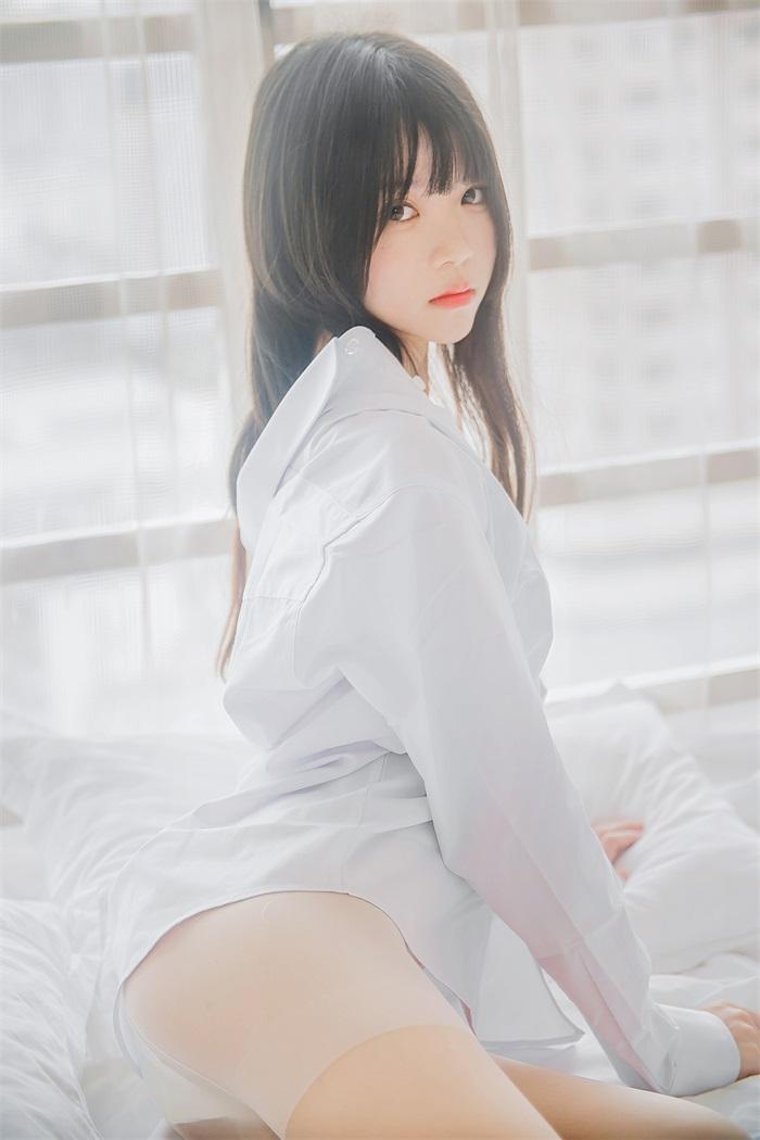 萝莉风COS 桜桃喵 – 白衬衫长发 [49P/409MB] 网红写真-第3张