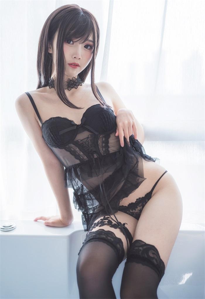 网红Coser@面饼仙儿 - 脑内少女 黑色束衣 [13P/110MB] 网红写真-第3张