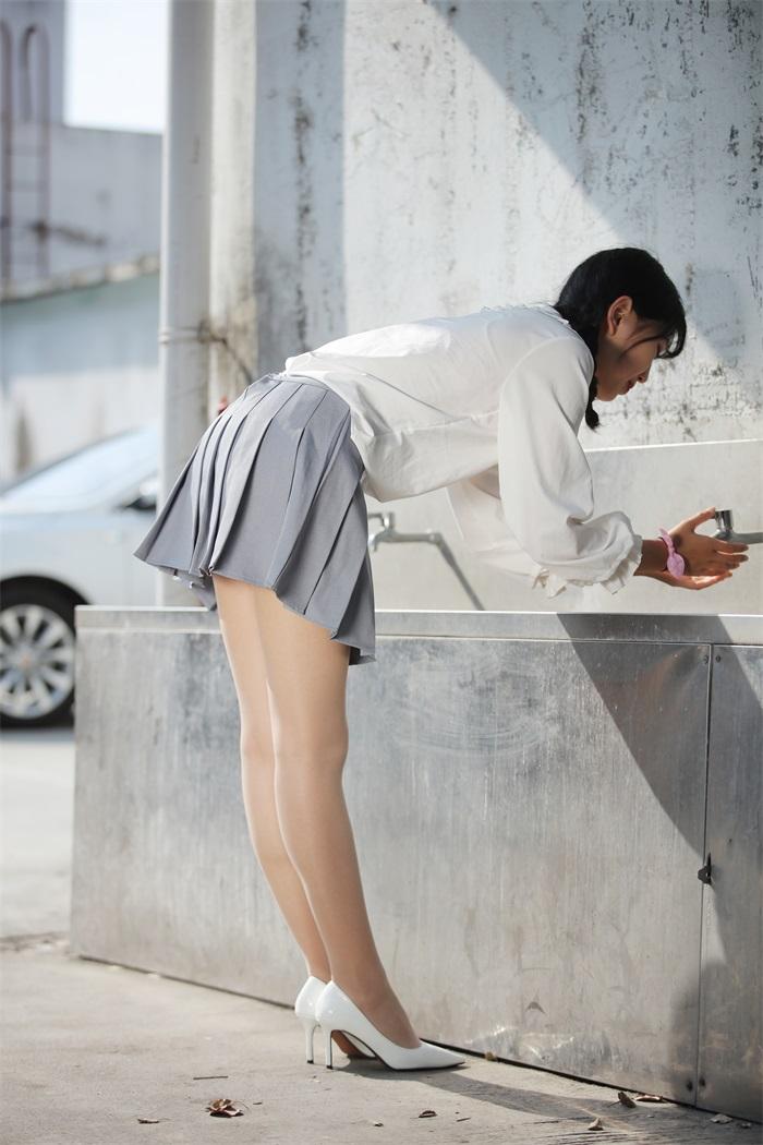 奈丝写真 NO.072:小橙子-扎马尾辫 穿白褶裙 [39P/312MB] 其它写真-第3张
